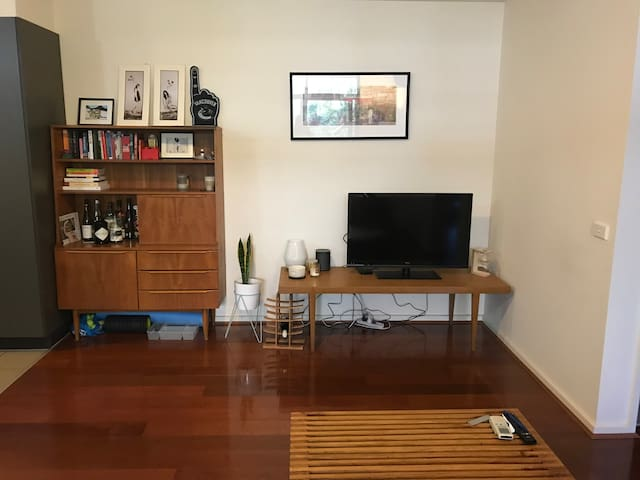 Homely 2 bedroom apartment in Collingwood