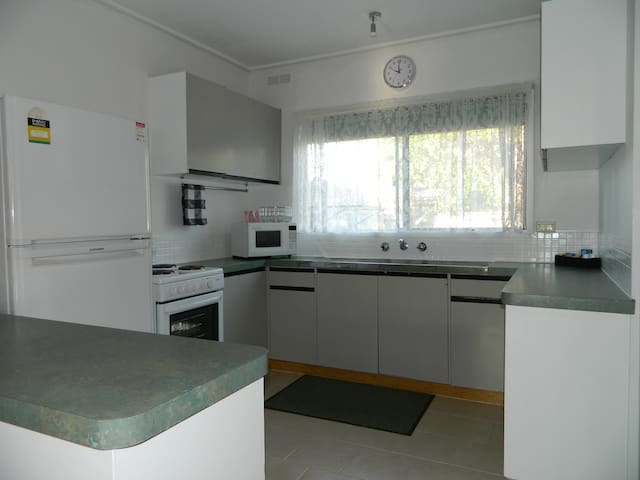 Spacious, fully equipt kitchen