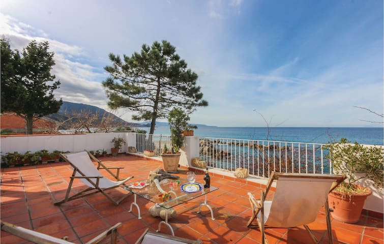 Semi-Detached with 3 bedrooms on 120 m² in Scilla (RC)