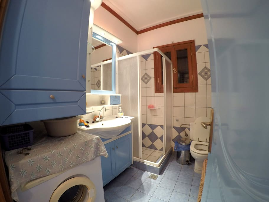 Μπάνιο στο ισόγειο, διαθέτει πλυντήριο ρούχων