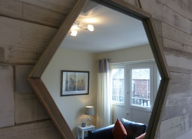 Smart Carlisle town-house sleeps 6+ - Carlisle