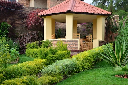 Maison Sifa Chambre F - Butare - Bed & Breakfast