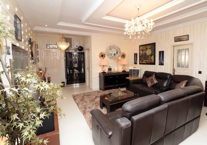 Exotic 3 bed shortlet apartment in Bodija/Ikolaba
