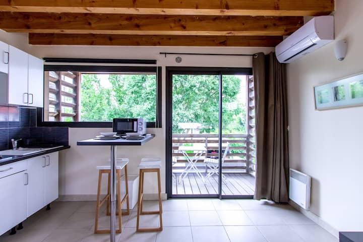 Quiet Modern Studio with Terrace, Parking, A/C
