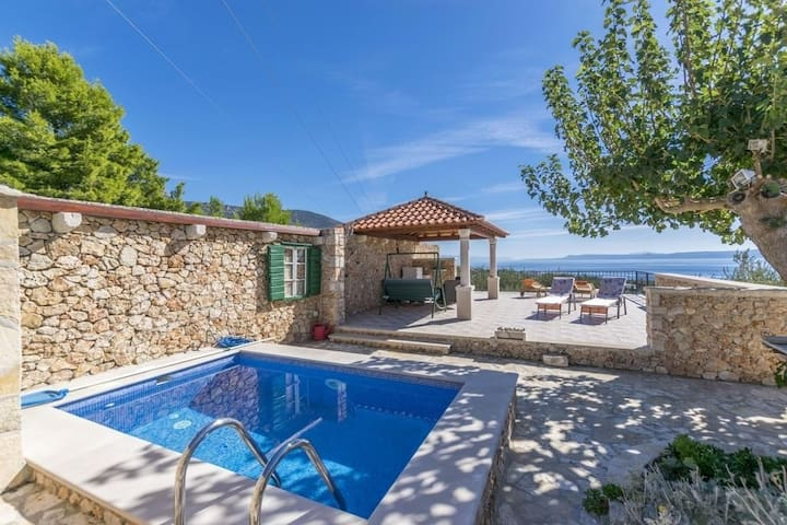 Holiday house Mate Bol, Island Brac