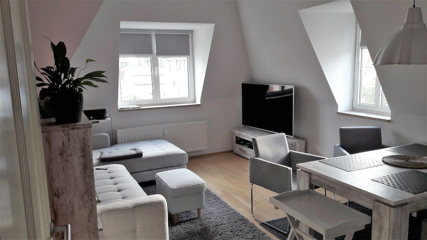 Etage in Wohnung, 2 Zimmer + Bad & Küche