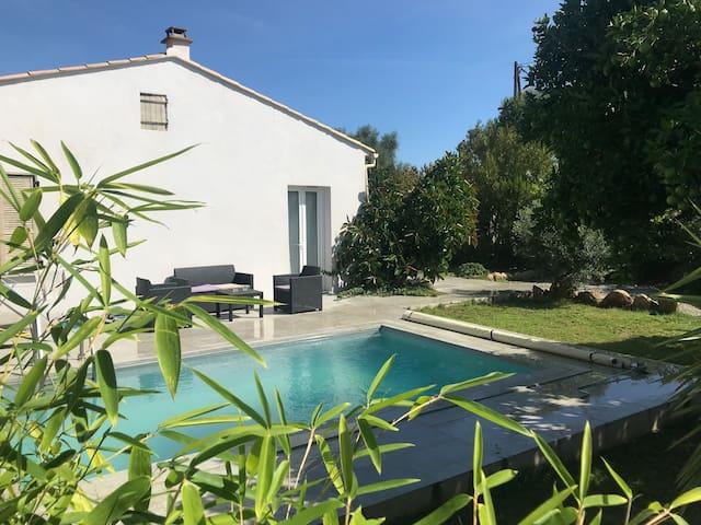 Villa 2 piscine  4/6 personnes Corse/solenzara