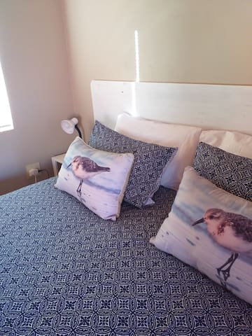 King size bed can be made into two single beds
