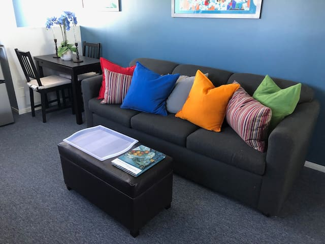 PRIVATE SUITE with BR/BA/ LR - near BEACH & LAX