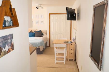 Cozy Detached Studio, Close to RMNP, Denver, FoCo