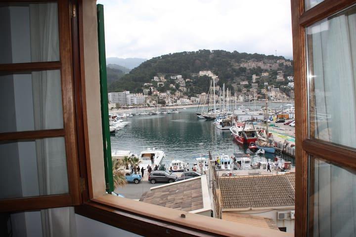 Puerto de Soller casa  1ª linea con vistas al mar