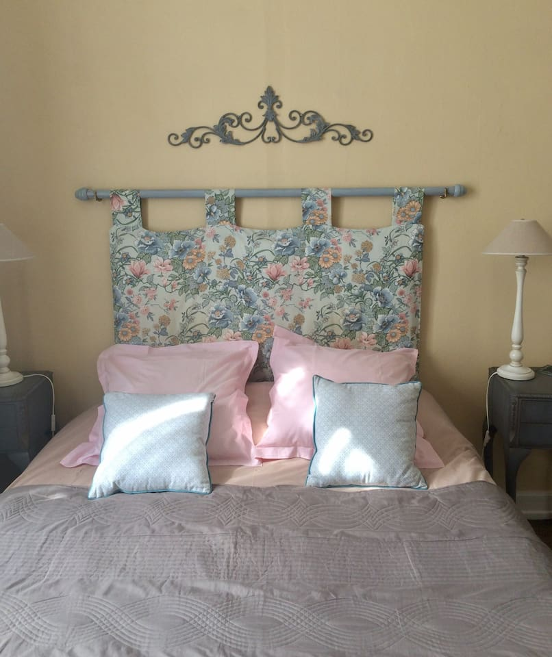 Chambre Daisy...the bed