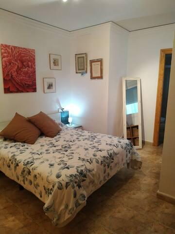 Habitación y baño privado + desayuno en Calpe
