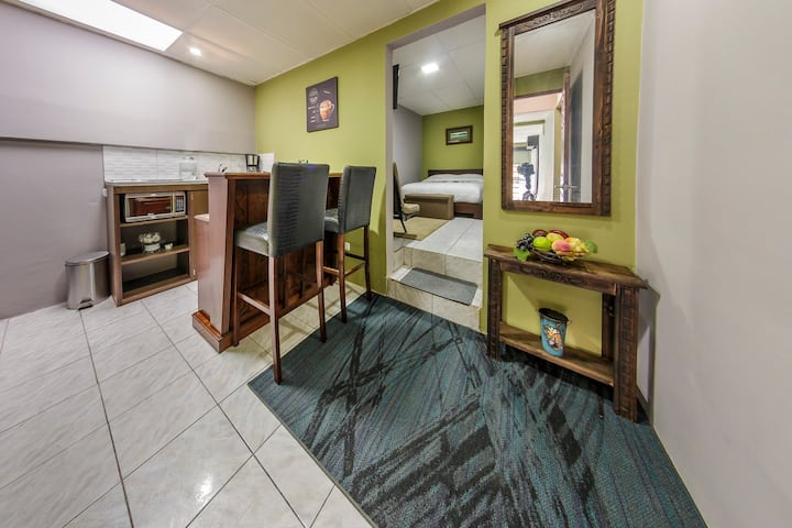 Private Room #3, close to the best park, La Sabana