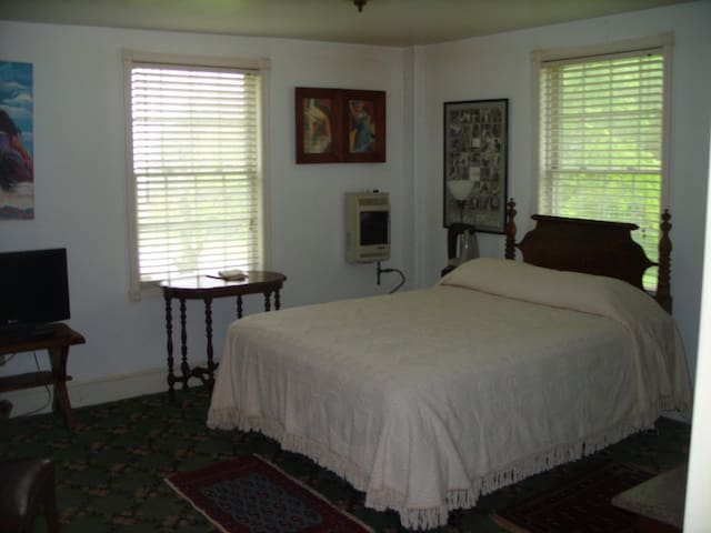 Universal Friend Bed & Breakfast Bedroom 3