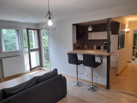Superbe appartement T2 moderne de 50m2 avec parking gratuit sur place