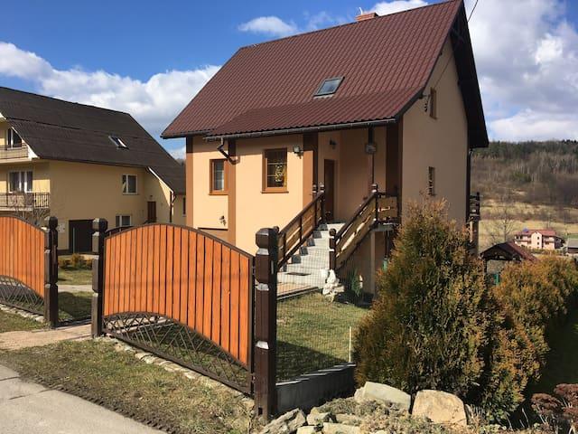 Dom całoroczny w górach, Jezioro Mucharskie