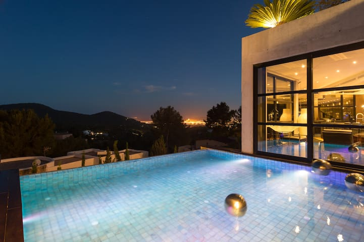 Modern  Luxury Villa with view close to town