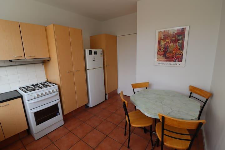 Entire 3 bedroom Elwood/St Kilda apartment
