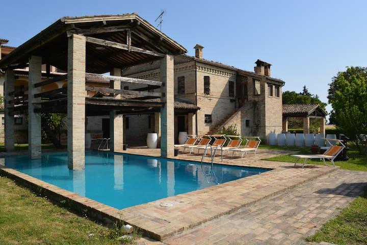 Enchanting Villa in the vineyard with pool