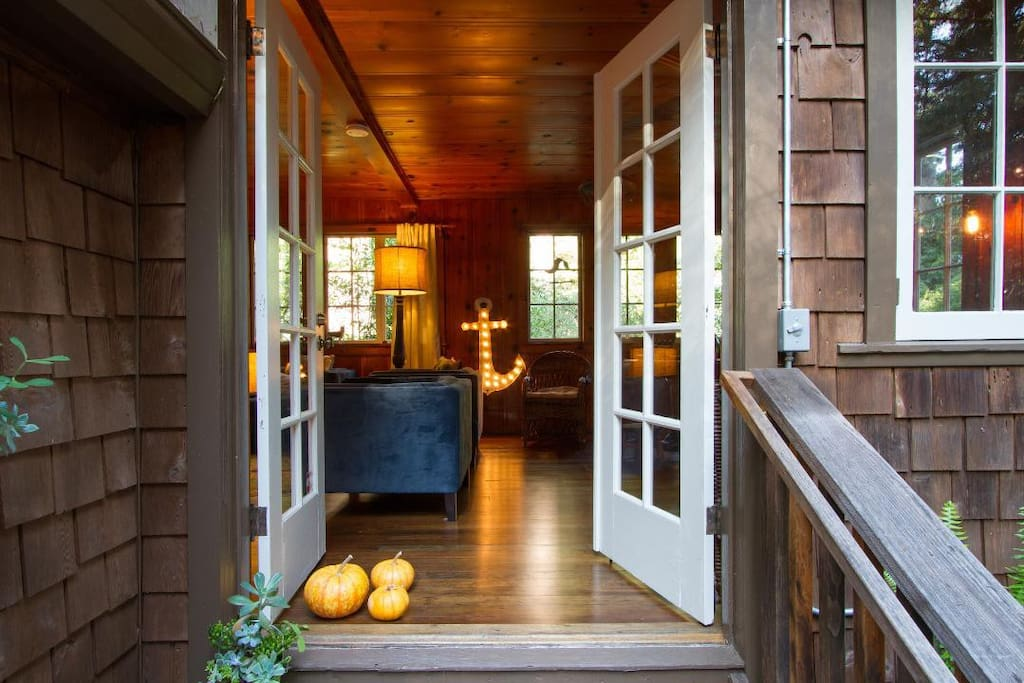 Welcome to Harrison Creek Cottage...A place with country charm, mixed with urban cool.