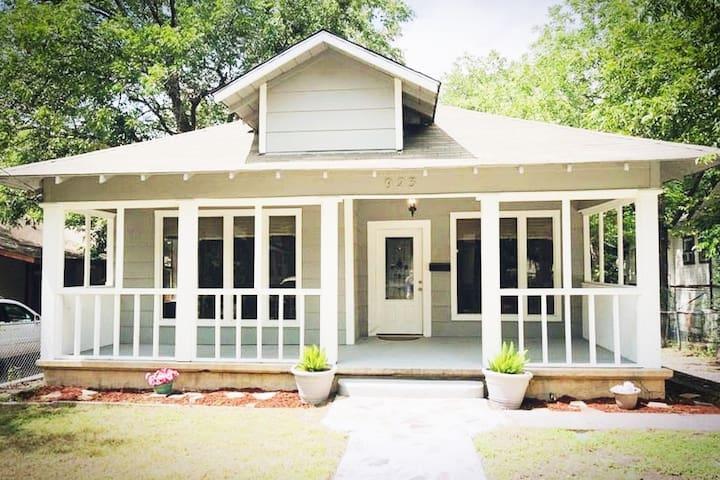 Dallas Craftsman Home-Walk to Bishop Arts District