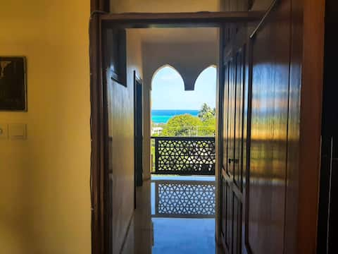 Private Room in Nyali - pool & Beach Access