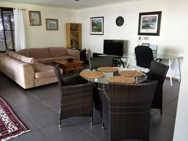 Your very comfy lounge room and dining area with free wifi, foxtel and netflix