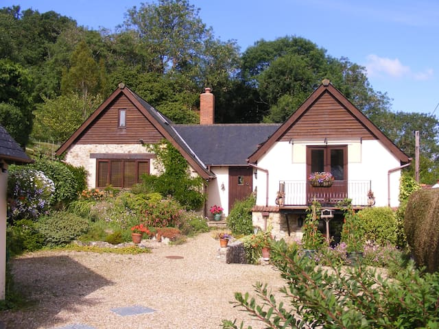 Hazelbrook Lodge, Axmouth
