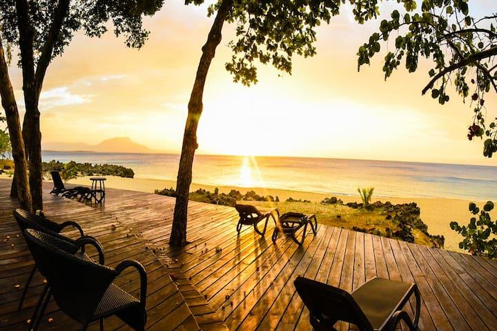 Luxury Oceanview Condo 3 BR/3.5 BA