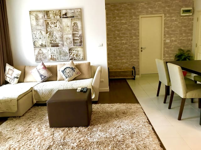 Perfectly located 2 Bedroom Apartment in Hua Hin..