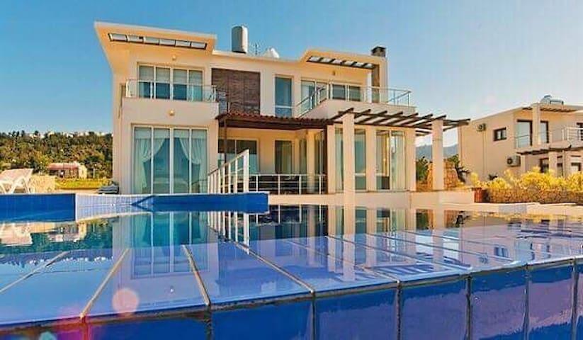 Sea Cliff Luxury Villa w/ Infinity Pool