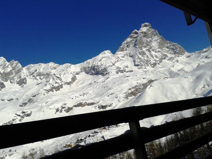 Cosy apartment overlooking Cervinia & Matterhorn