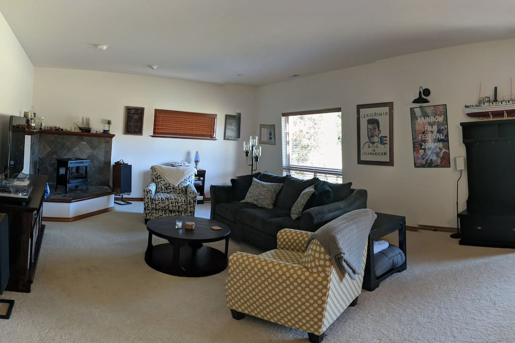 1000 square feet of room to relax in.