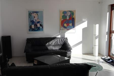 Moderne Business Wohnung in BB in ruhiger Lage - Böblingen