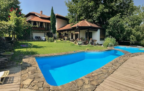 Villa With Mountain View Veranda & Swimming Pool