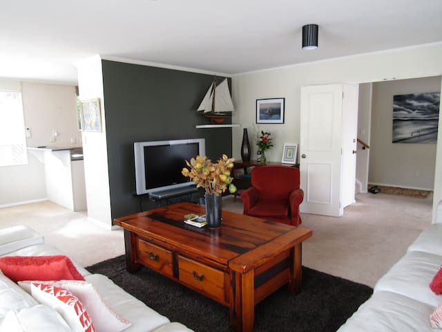 Peaceful, central and well equipped spacious home - Taupo - Rumah