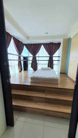 3rd bedroom- Japanese style with 1 single bed. Superb view.