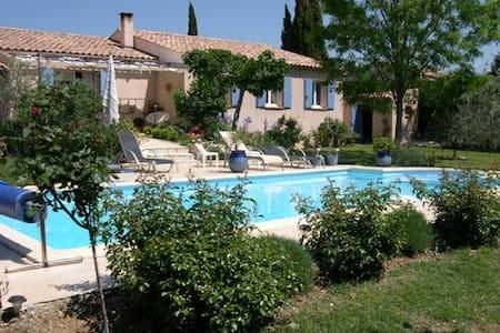 Maison piscine au pied du Lubéron - La Motte-d'Aigues - House
