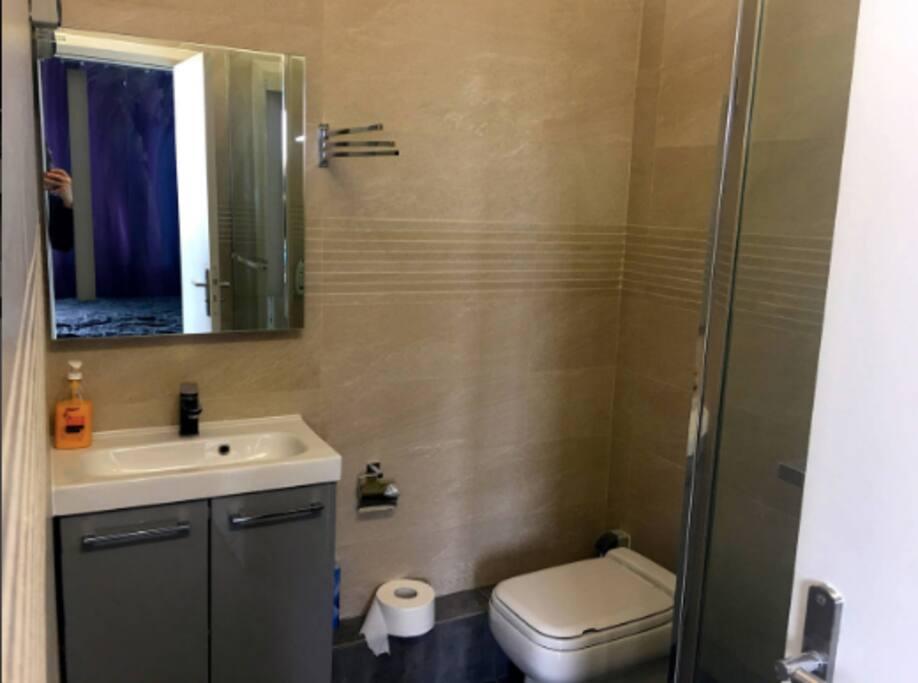 Chambre 1 : salle de bain