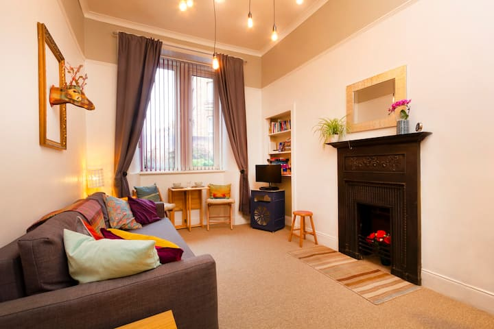 Parkside:Royal Mile 5 mins walk! FREE parking/Wifi