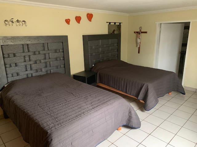 Cuenta esta habitacion con  miniesplit