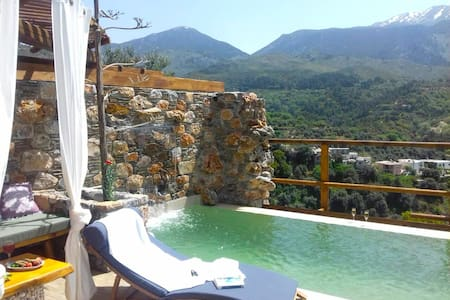 Villa Aeolus with private infinity pool and garden