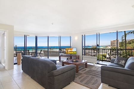 Large, luxury 2 bedroom beachfront  unit - Currumbin