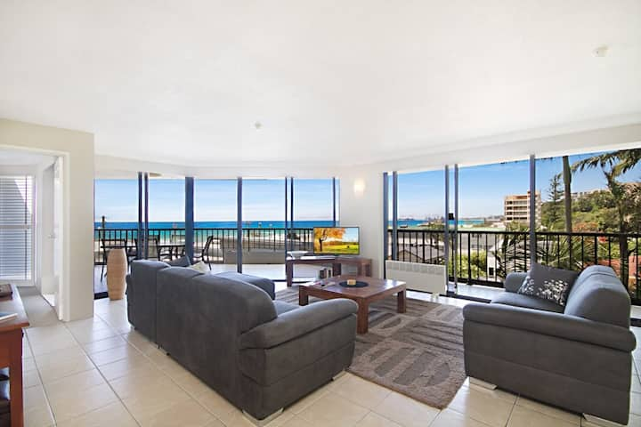 Large, luxury 2 bedroom Currumbin beachfront unit