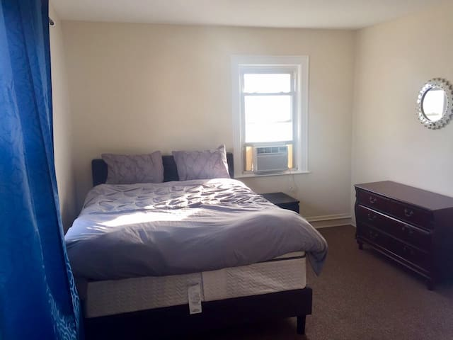 Spacious and Clean Private Home 10 mins from JFK