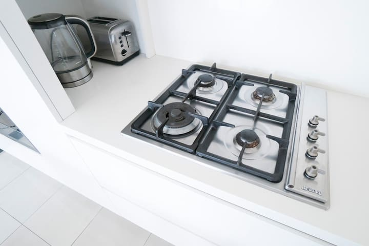 Gas stove, Kettle and Toaster