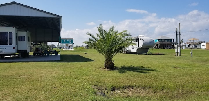 Covered Beach side RV campsite for rent