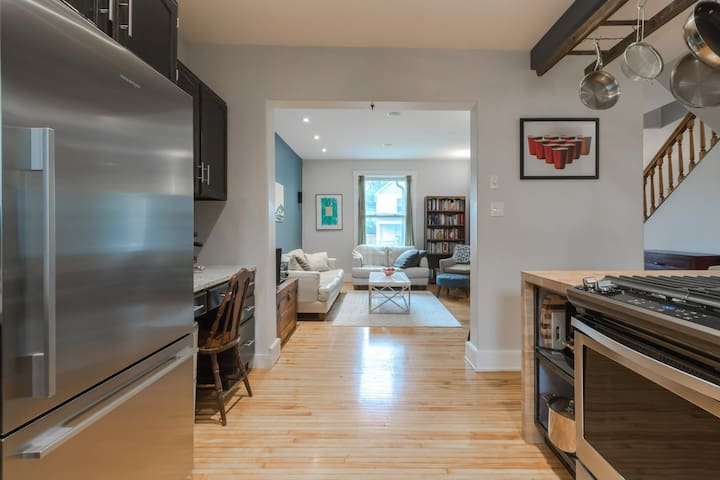 Attractive downtown single home Queen's, KGH, more