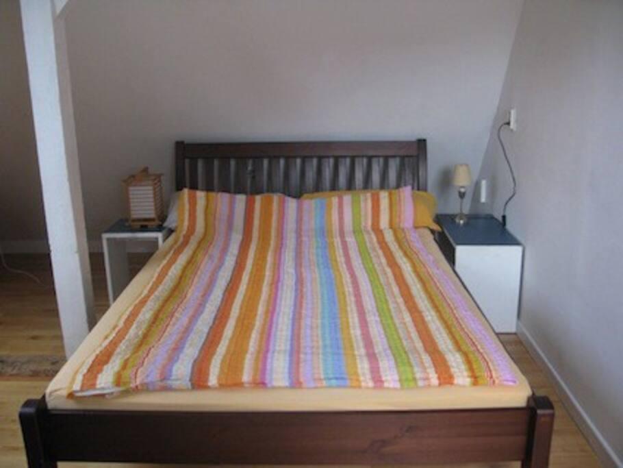 Zimmer 1 Bett 140 x 200